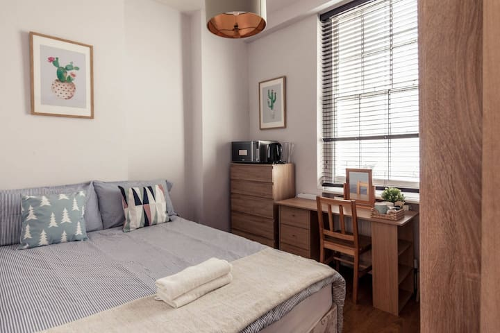 Cozy private room close to Oxfred Street