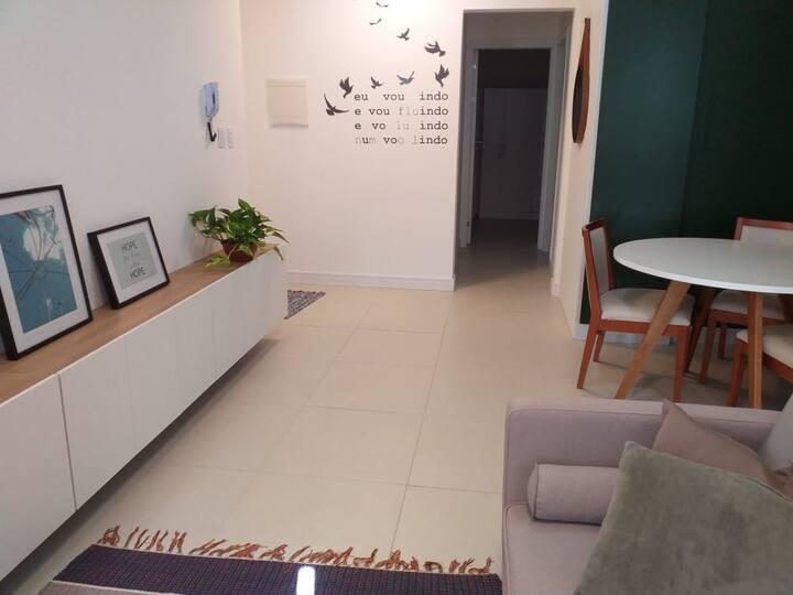 Apartamento  acolhedor, climatizado 100m da praia