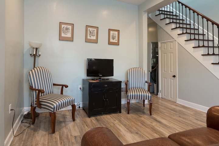 Living room with Amazon Firestick (Netflix, Hulu etc)