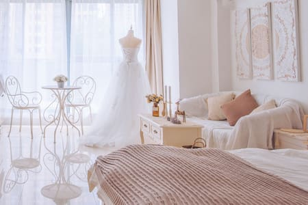 「vintage wedding」暂无投影 轻奢复古婚纱主题房| 私家露台 近恐龙园 环球港 高铁站
