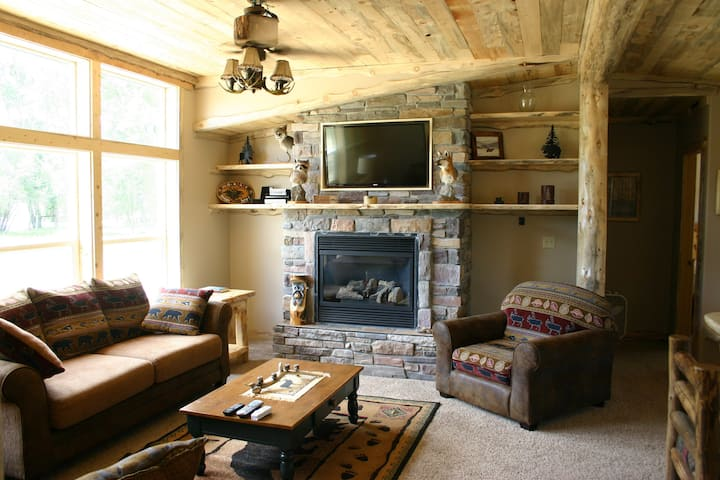 Vacation Cabin Rental - Buffalo Peaks Bed & Breakfast