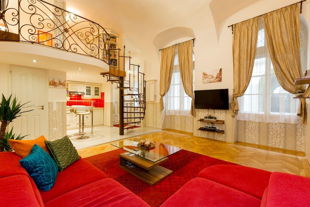 30 m from st stephen sq garage parking only 8 eur lofts. Black Bedroom Furniture Sets. Home Design Ideas