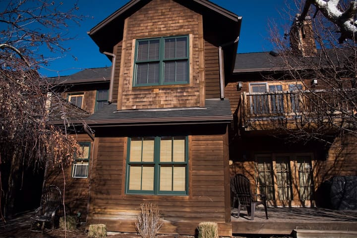 Mountain Sage - Walk to everything in Sisters from this spacious Sisters Vacation Condo in Pine Meadow Village. Sleeps up to 6 and includes free access to PMV amenities, including seasonal pool and hot tub across the street.
