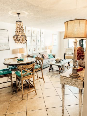 Beautifully decorated Dining & Living Area