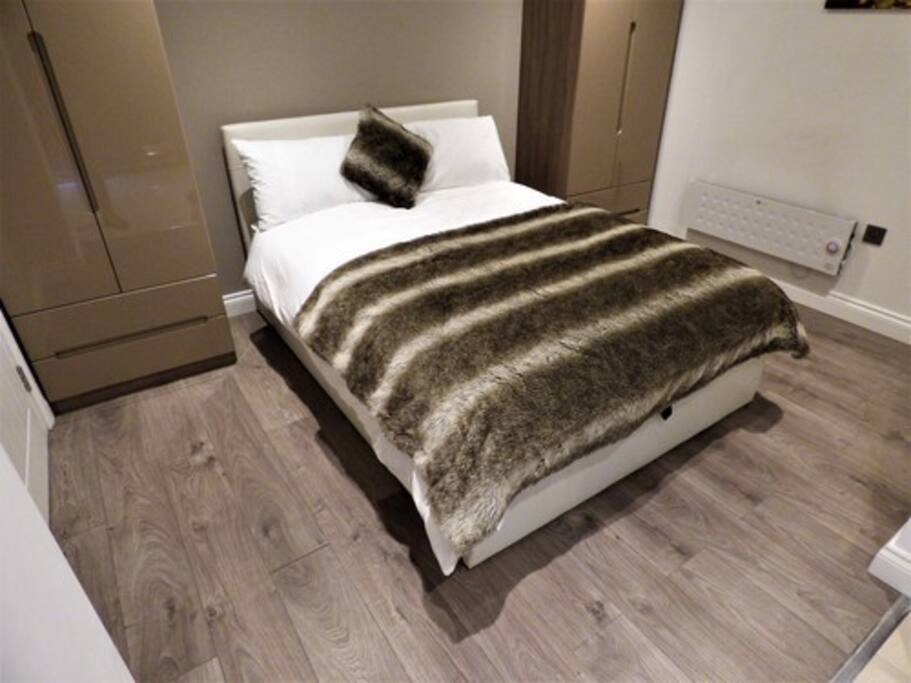 Luxury Double Bedroom Studio with Luxury Egyptian cotton bedding