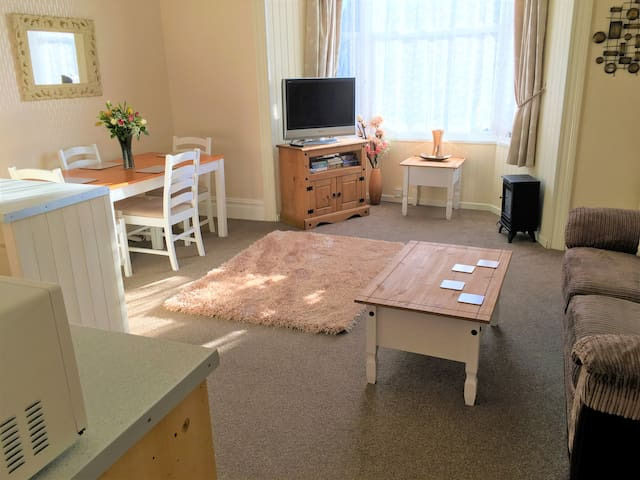 Spacious 1 bedroom  flat, Penzance near seafront