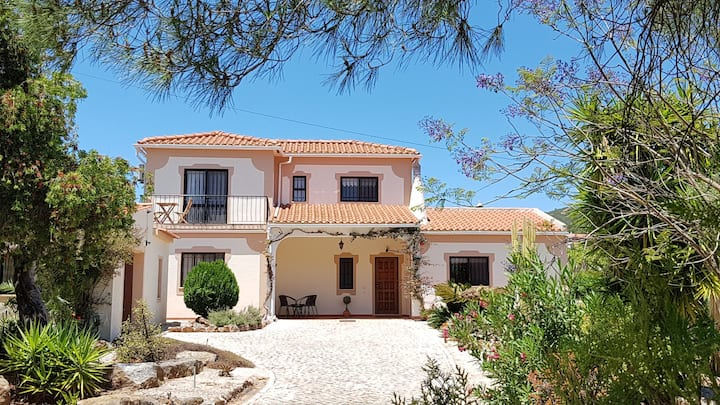 Spacious Private Villa & Pool for all the family