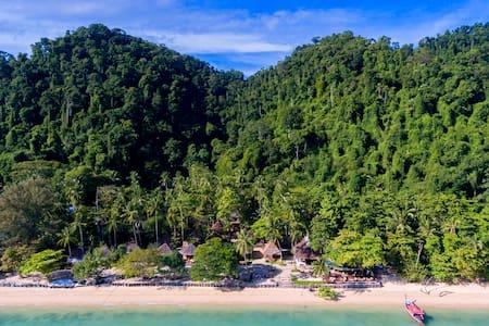 Thapwarin Resort-Koh Ngai,Thailand