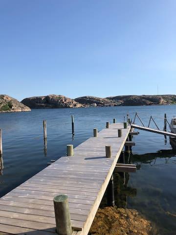 Boende på privat ö utanför Hamburgsund. Båt ingår.