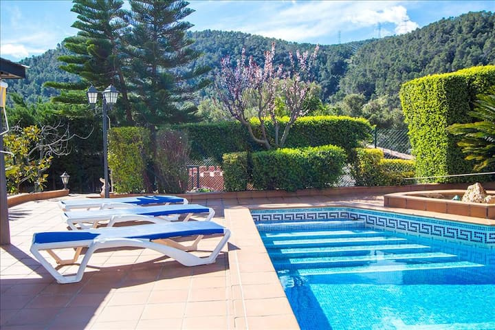 Catalunya Casas: Mountain Villa in Torrelles with pool, 25km from Barcelona!