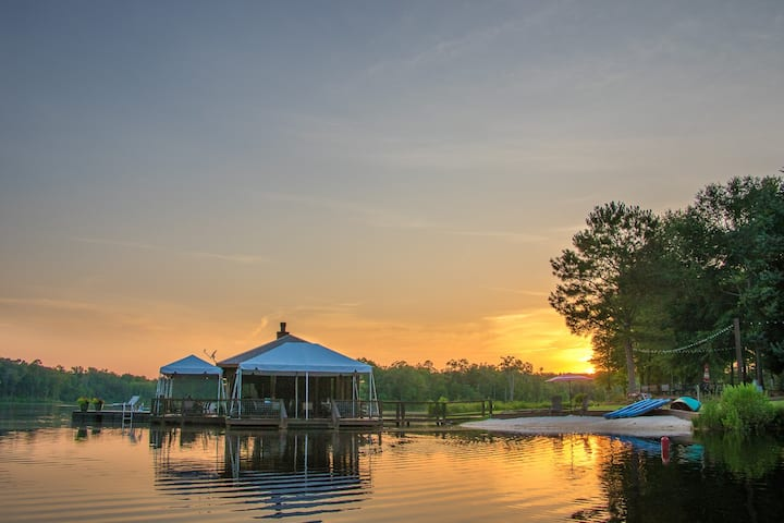Private 70 Acre Lake, sleeps 31