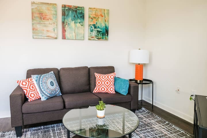 Contemporary 1BR Next to Lake & Juneau Park