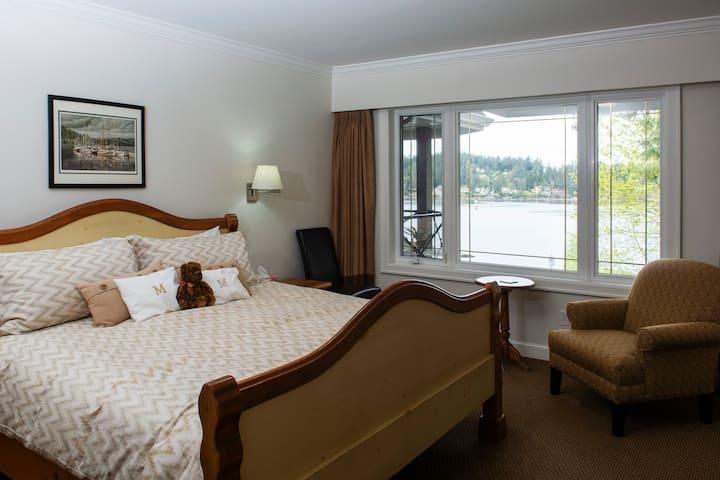Luxurious Oceanside 2 bedroom Condo - Miraloma204