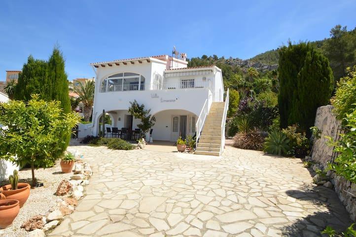 Gezellig Zonnige Villa met Privé tuin en Parking