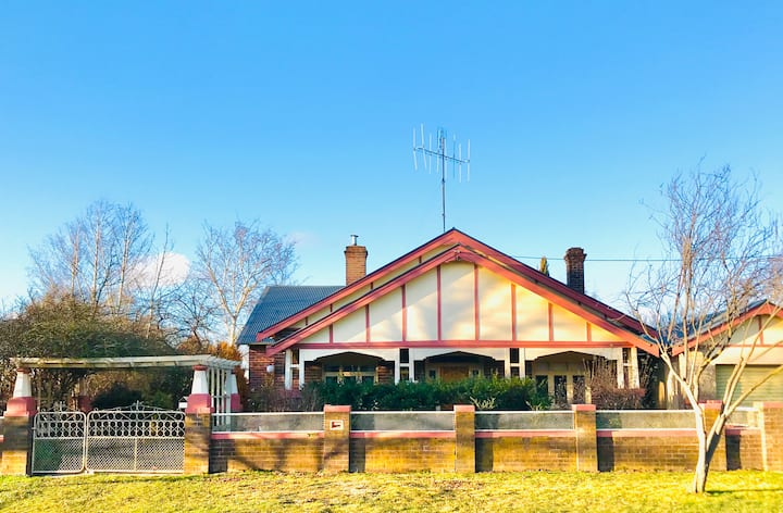 Grand residence in the heart of Crookwell