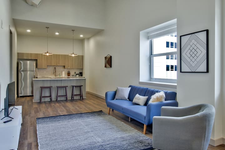 Relaxing Flat in Heart of Wichita!