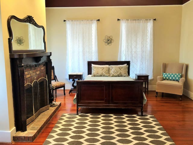 Wildlife Executive Near Troy 2 BR/1 BATH-Huge