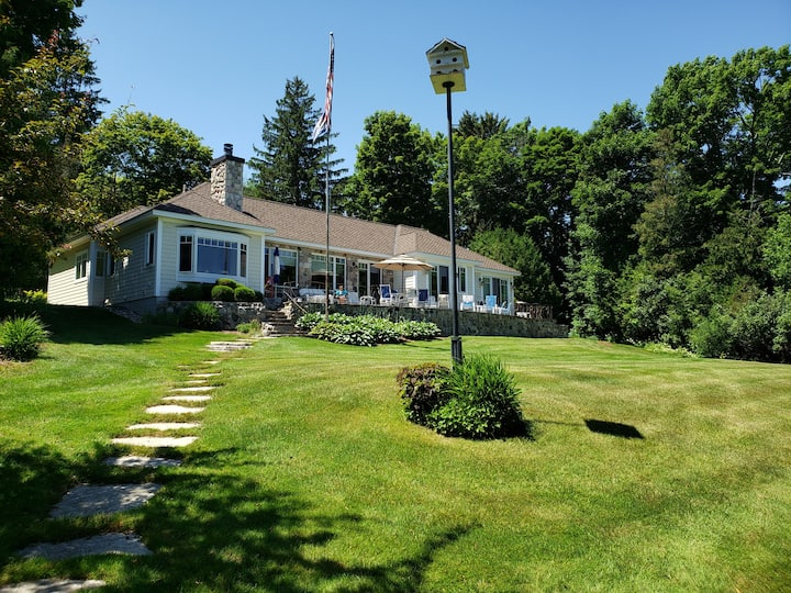 Lake Charlevoix Luxury Home, Fall Color Tour Rates