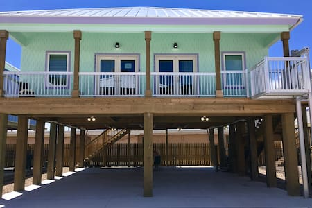 Jewel Box Beach Cottage C Duplex-Summer Fun