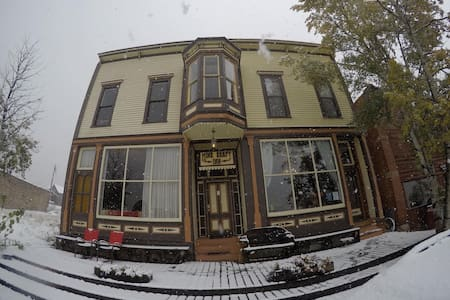 Entire Historic and Affordable Bed and Breakfast
