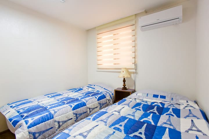 #3 [Hongdae] Private twin room