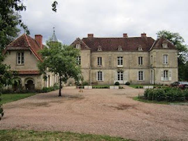 Maison de charme - ST MALO en DONZIOIS - ゲストハウス