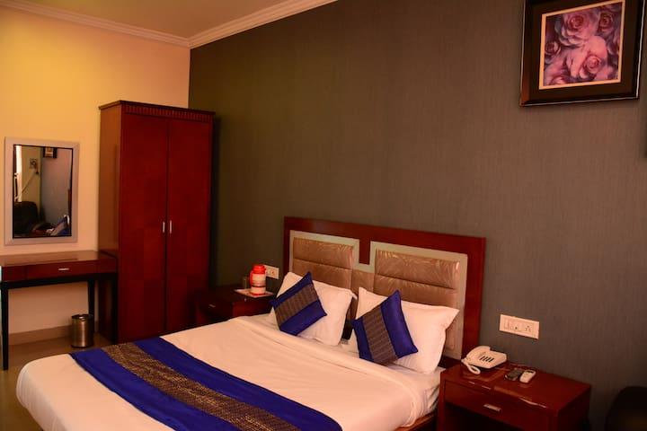 Modern Luxurious Room Near D.B.A.I Airport