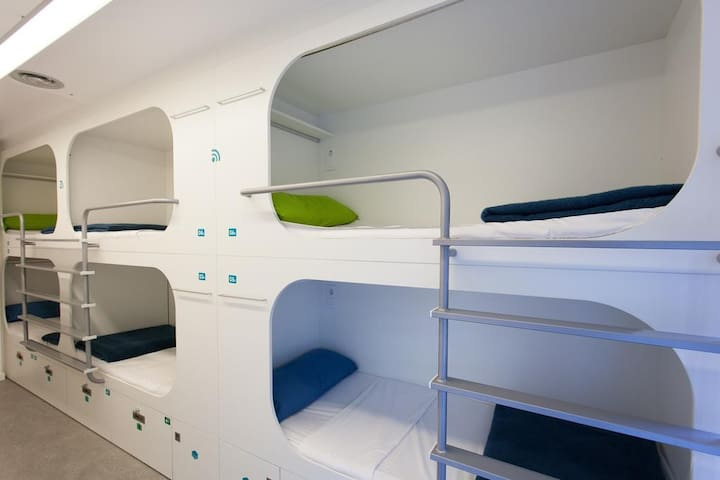 Bed in 12-bed mixed dorm close to Camp Nou