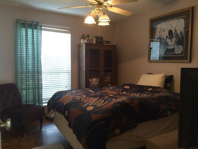 Queen Room w/ Bath & Amenities - Corpus Christi - Talo