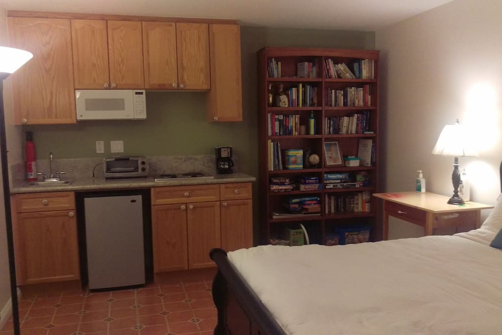 Kitchenette with Fridge, microwave, toaster Oven and coffee maker