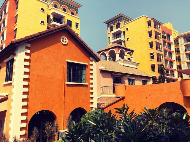 芭提雅威尼斯公寓 完美泳池