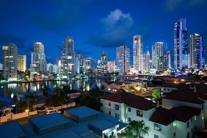 Modern, luxury apartment in Surfers - Surfers Paradise - Appartement