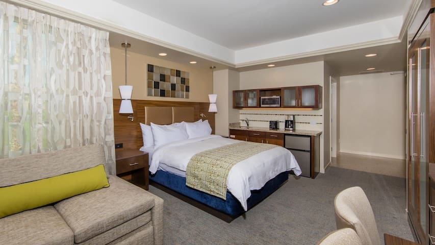 COACHELLA Wknd 1-  Marriott Resort -  SHUTTLE STOP