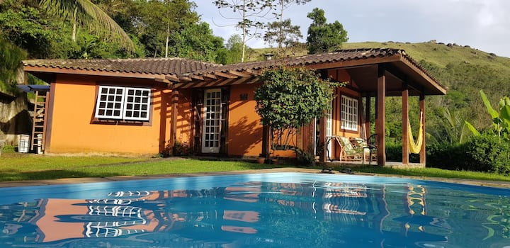 Casa com piscina e bela vista para o mar de Angra