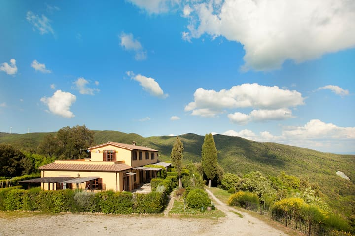 Tuscany Villa for Groups or Retreats for up to 25 guests close to the seaside