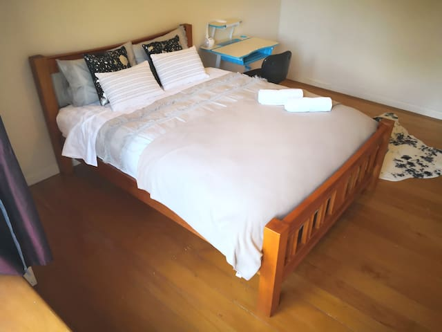 Lovely room in Parnell and New Market