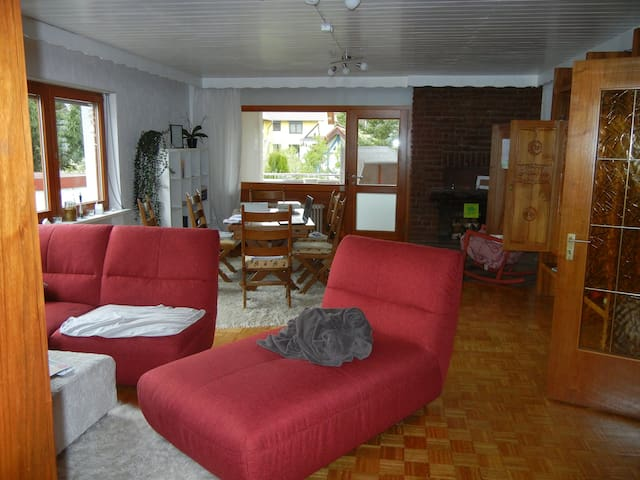 Kleines Privatzimmer in schöner Ostertalwohnung - Ottweiler - Departamento