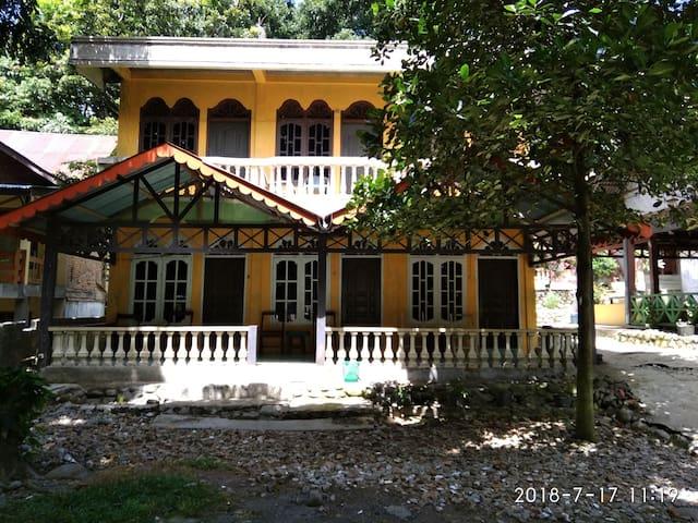 Yusman Guest House Restaurant & Jungle Treking