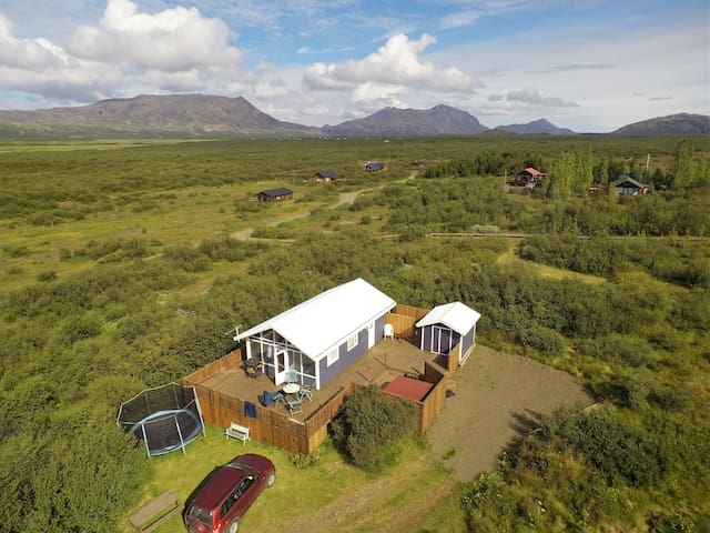 GOLDEN CIRCLE HOUSE W/JACUZZY, WiFi & WATERFALL - Selfoss  - House