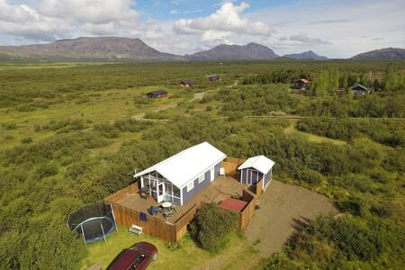 GOLDEN CIRCLE HOUSE W/JACUZZY, WiFi & WATERFALL - Selfoss