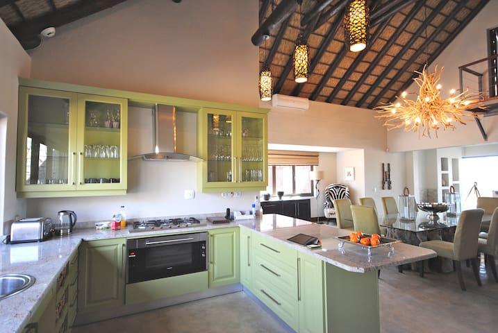 5 Star Private Luxury Lodge - Mjejane Reserve