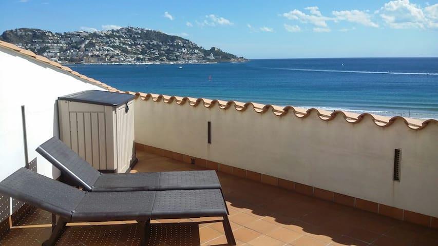 Chambre et terrasse privées vue mer en duplex