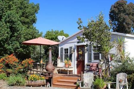 Wine Country Gardens Cottage
