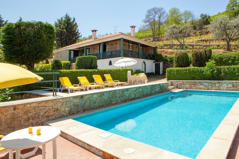 Vista da casa e piscina