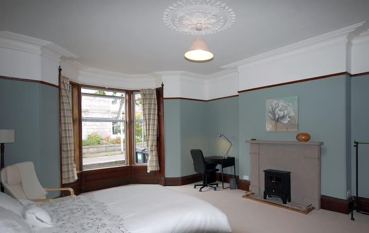 Large King Bedroom with Bay Window and Desk