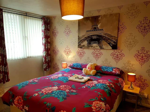 Near City Centre - Cosy Kingsizebed - 울버햄프턴(Wolverhampton) - 단독주택
