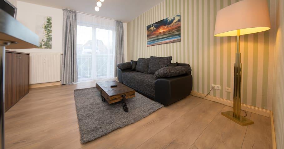 Tolle Wohnung ,frisch renoviert, 1 km vom HBF Kiel - Kiel - Apartamento