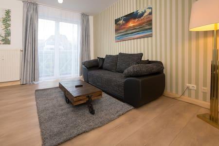 Tolle Wohnung ,frisch renoviert, 1 km vom HBF Kiel - Kiel - Appartement