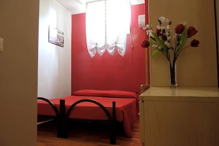 Camera Matrimoniale o Dus + Bagno - Ciampino - Hostel