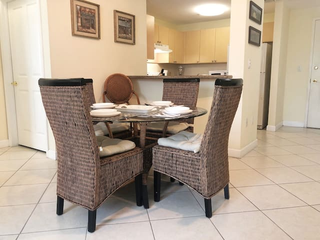 Sparling clean apartment 2 blocks away from Coral Gables, Miami